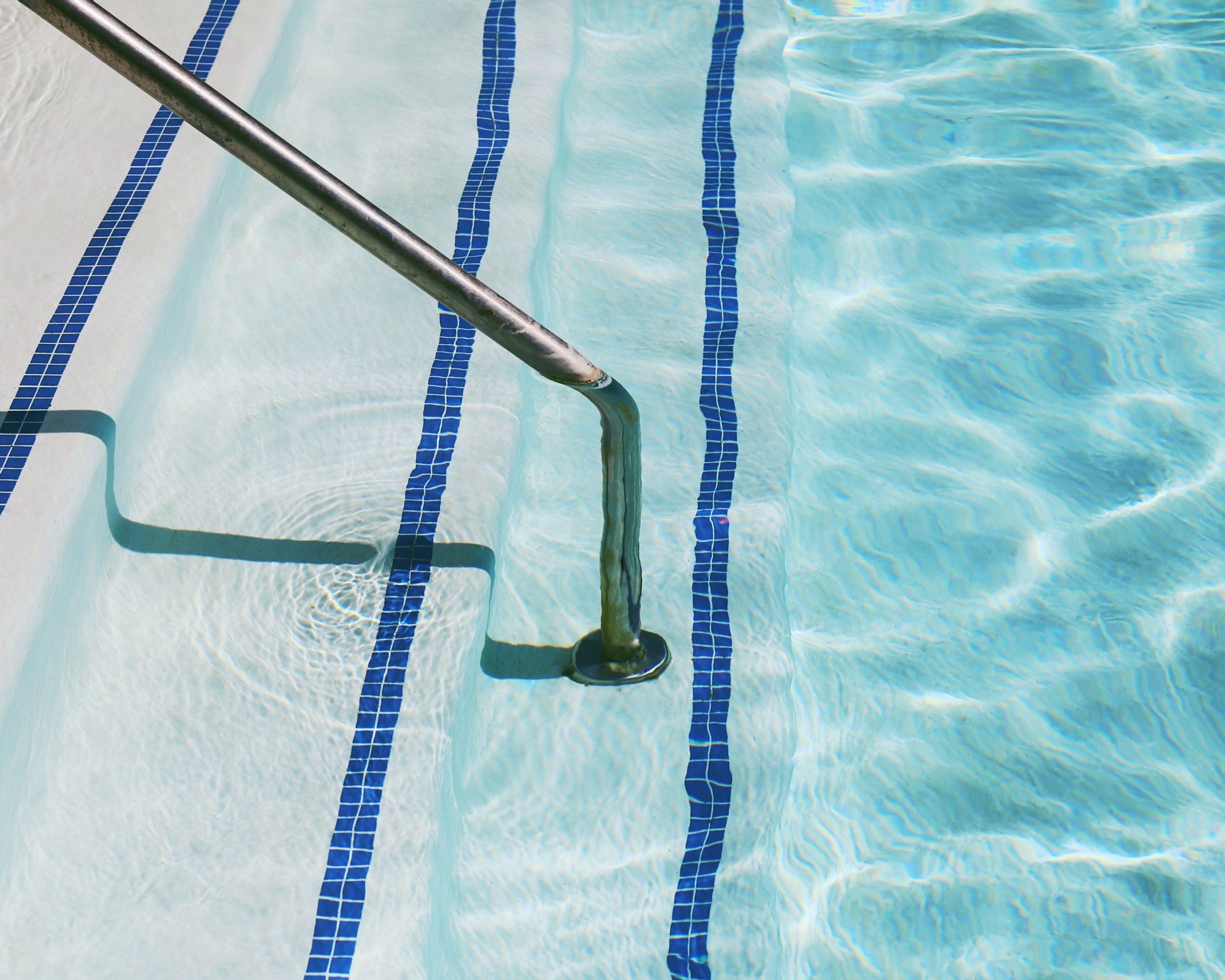 Spind im Schwimmbad aufgebrochen – wer haftet?