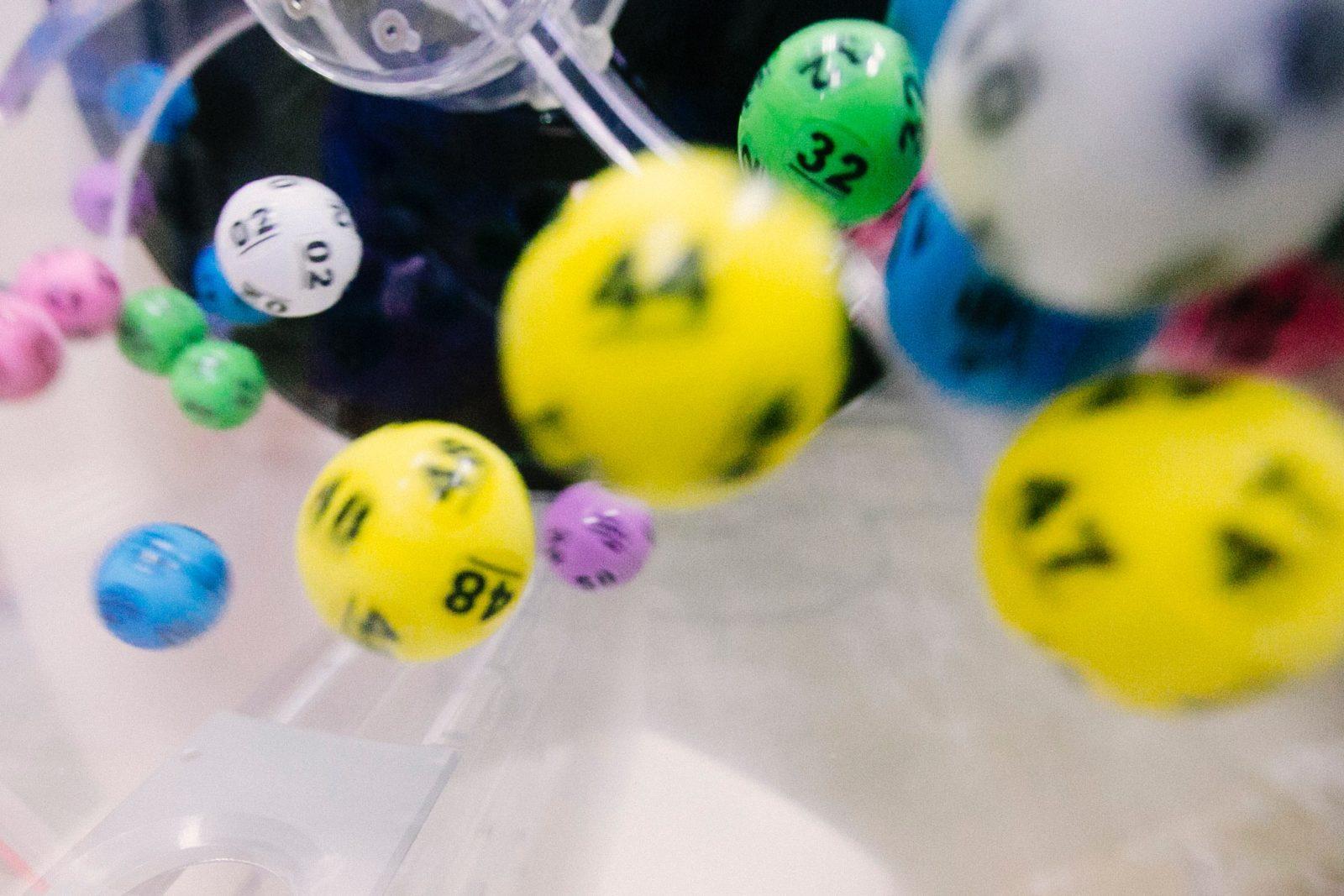 Unterschied zwischen Gewinnspielen und Glückspielen im Internet