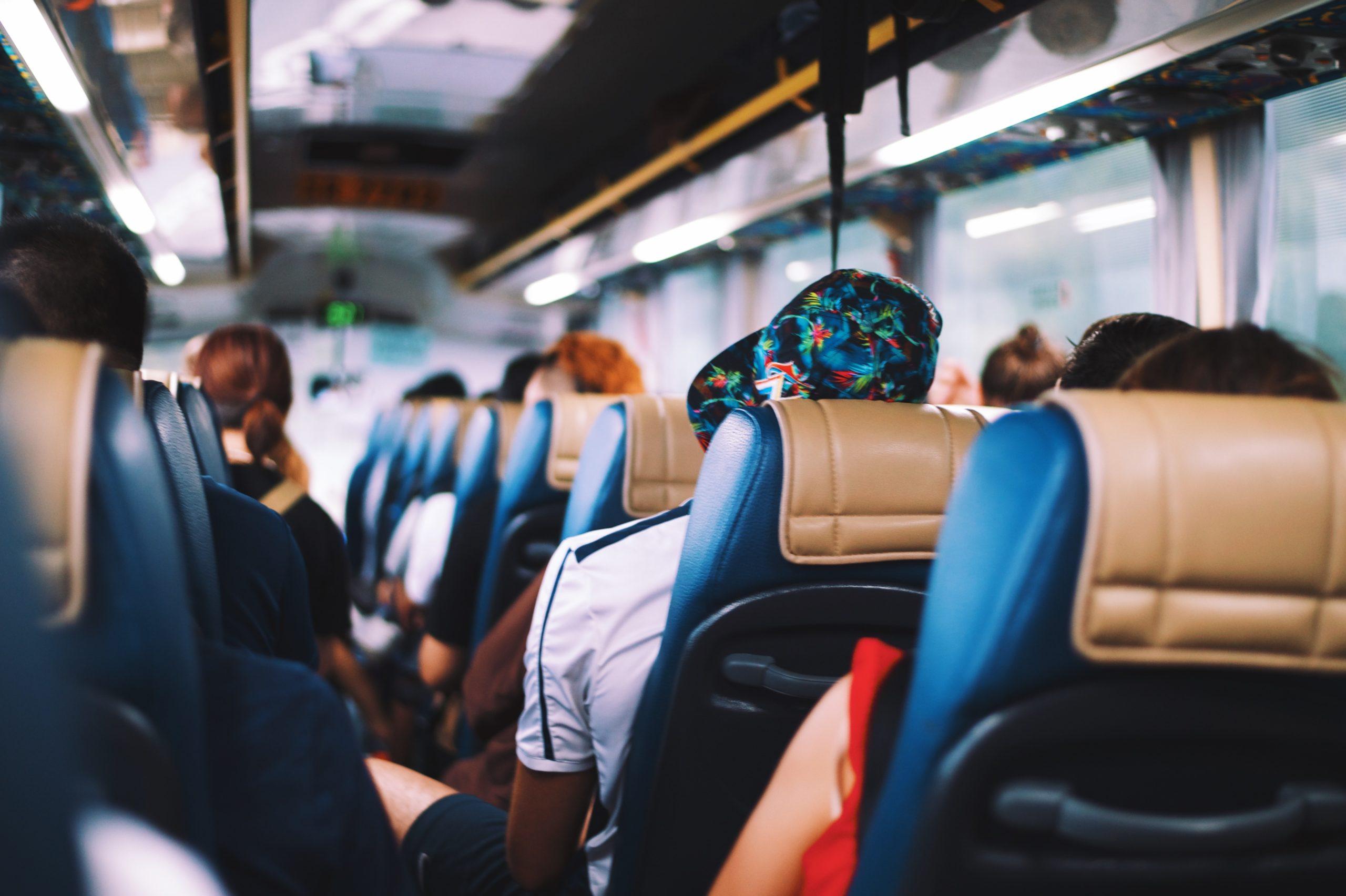 Fahrgastrechte bei Verspätungen im Rahmen von Fernbusreisen mit FlixBus, Postbus & Co